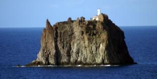 """Strombolicchio, il """"tappo"""" del vulcano"""