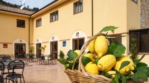 """Villa Orchidea ad Alì Terme: """"un'impresa"""" di famiglia"""